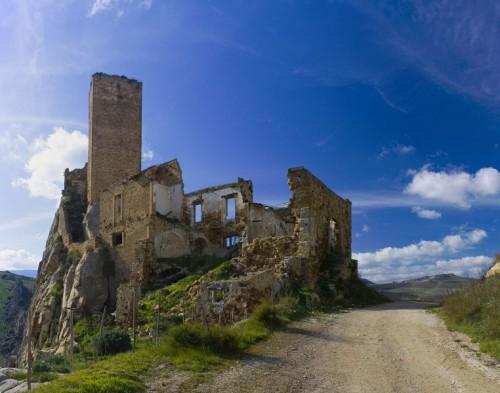 Aidone - Imponente, unico, solitario....il castello di Pietratagliata