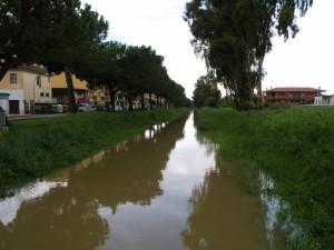 il canale della strada lungo botte