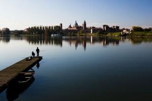 Mantova, panorama con pescatori