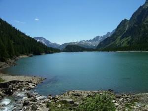 in cima al lago