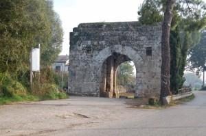 La porta romana per accedere alla città