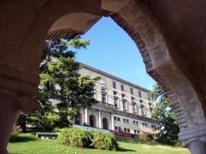 Castello porticato