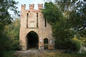 Entrando al Castello di Bargone