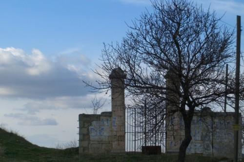 Palazzo San Gervasio - un cancello sul nulla