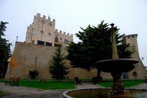 Le mura che sorvegliano il parco