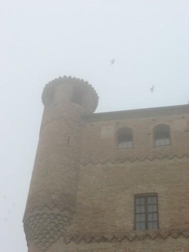 Grinzane Cavour - La nebbia avvolge il castello di Grinzane Cavour