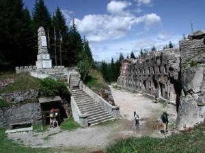 LUSERNA TN Forte ex ausgtorungarico Lusern con monumento ai caduti