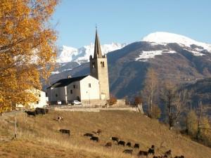 chiesa e colori d'autunno