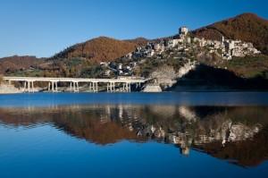 Riflessi nel lago del Turano