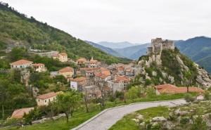 """""""il borgo con il suo castello"""""""
