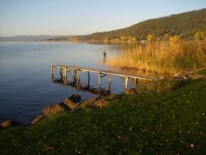 Lago a Montefiascone in autunno