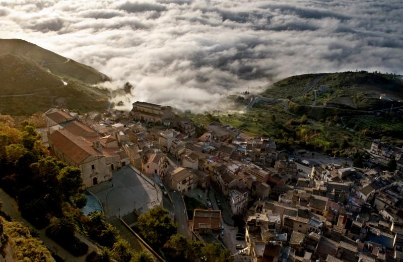 ''La nebbia si avvicina'' - Caltabellotta