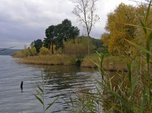 al lago d'autunno