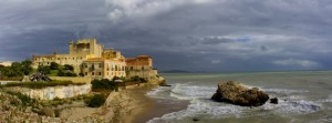 Il castello di Falconara sotto un cielo autunnale