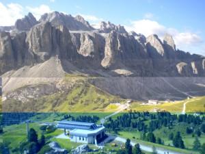 Il versante del Pordoi e Passo Gardena