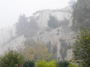 La nebbia sul colle