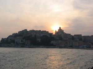 il sole tramonta dietro al Parrasio