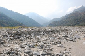 Una fiumara di pietra verso l'Aspromonte