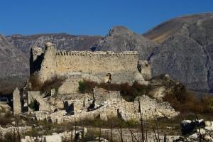 Due giganti la fortezza di Alba Fucens e il monte Velino
