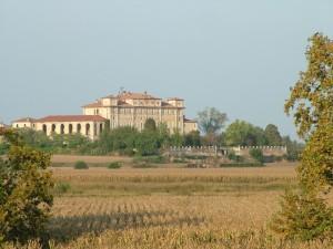 Villa Litta dall'argine dell'Adda