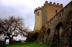 …scappando da Velia costruirono Castelnuovo…