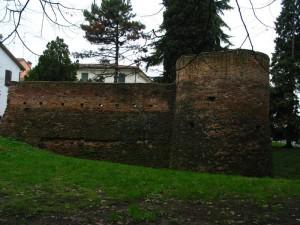 il torrione … quello che rimane del castello