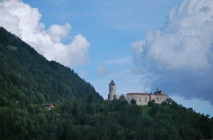 a guardia  della conca di Vipiteno: Castel Pietra