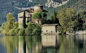l'incantevole Castel Toblino