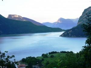Il lago all'alba