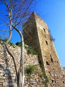 Torre superstite del castello di Bestagno