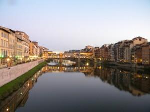 Guardando il Ponte Vecchio
