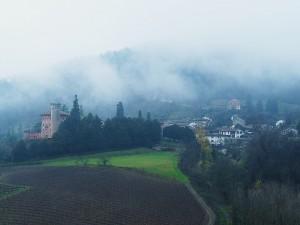 Serralunga di Crea con la nebbia