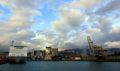 Genova - Ultimo raggio di sole sul porto.