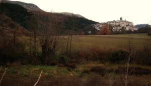il borgo, nella vallata
