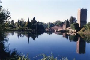 Un dio respira nell'oasi di Ninfa e il suo castello
