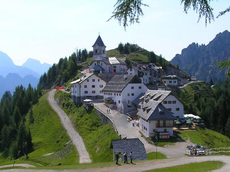 ''villaggio e santuario di Lussari, un posto vicino al cielo'' - Tarvisio