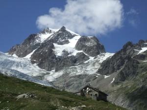 """Affittasi mansarda sul K2….Posizione slavina!"""