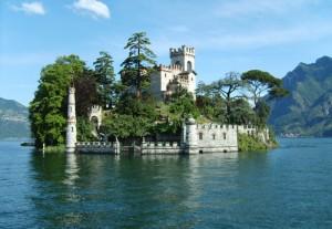 Castello sull'isola di Loreto vista dal lago