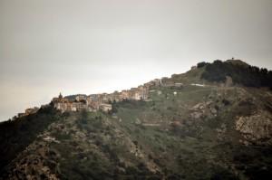 """San Mauro Castelverde, """"u paisi di li Carvunara"""""""