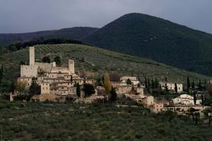 Castello con il suo borgo