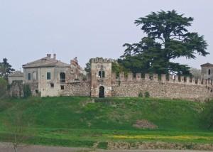 Castellaro Lagusello piccolo paese