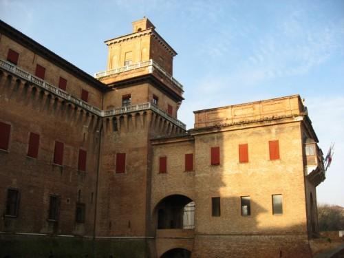 Ferrara - Il fossato riflette la dimora del duca d' Este