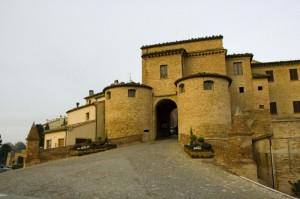 La stupenda porta del borgo