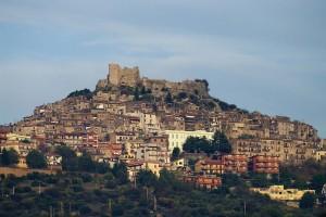 Altra inquadratura del castello e il suo borgo