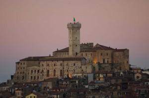 Castello Savelli ancora illuminato