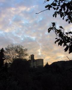 Il cielo è rosa sopra San Donato.