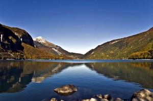 Il lago di Molveno in autunno