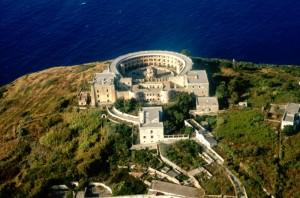 Santo Stefano e il carcere Borbonico