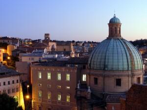 Sui tetti della città