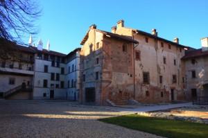 Castello Tapparelli d'Azeglio (cortile interno)